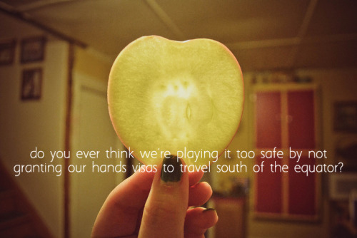 blaineyday:  #WHY IS KLAINE QUOTE ON APPLE