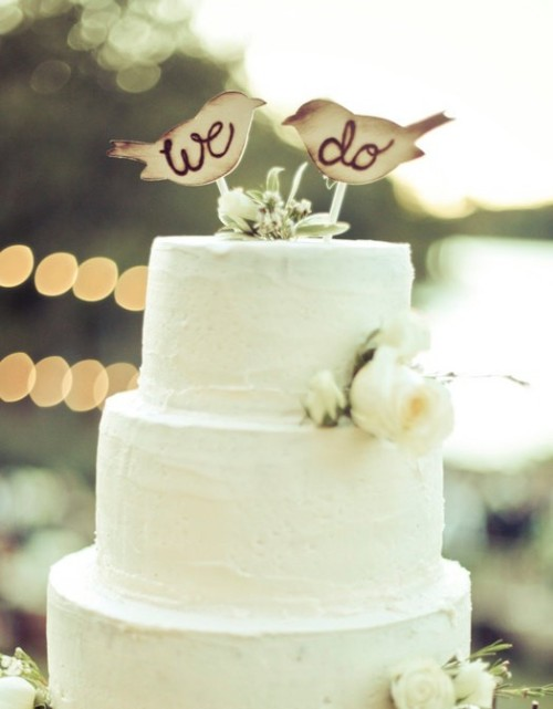 143weddings:  What a cute cake!