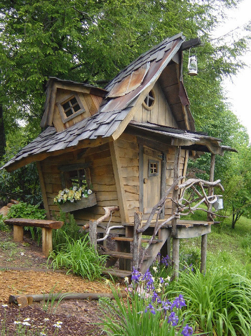 bluepueblo:  Fairy Tale House, Blue Ridge Mountains, Georgia  photo via wagamaya
