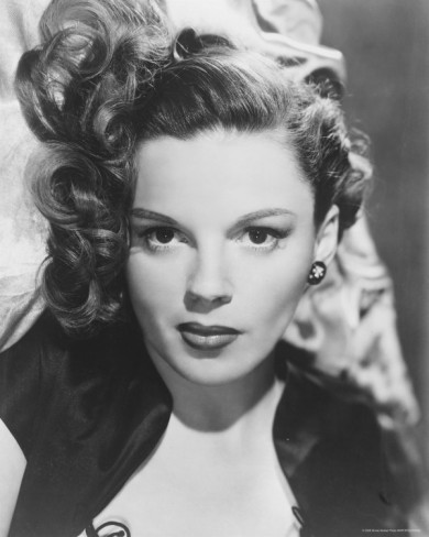(via Flavorwire)  gorgeous publicity shot of judy garland photographer info unknown….
