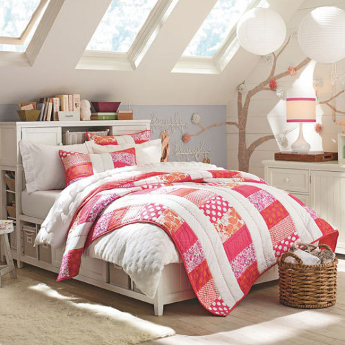 Summer inspired pink & orange teen bedspread, so cute!