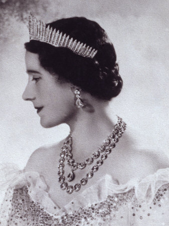 britishroyalty:  The Duchess of York (later Queen Elizabeth The Queen Mother) wearing The Diamond Fringe Tiara.