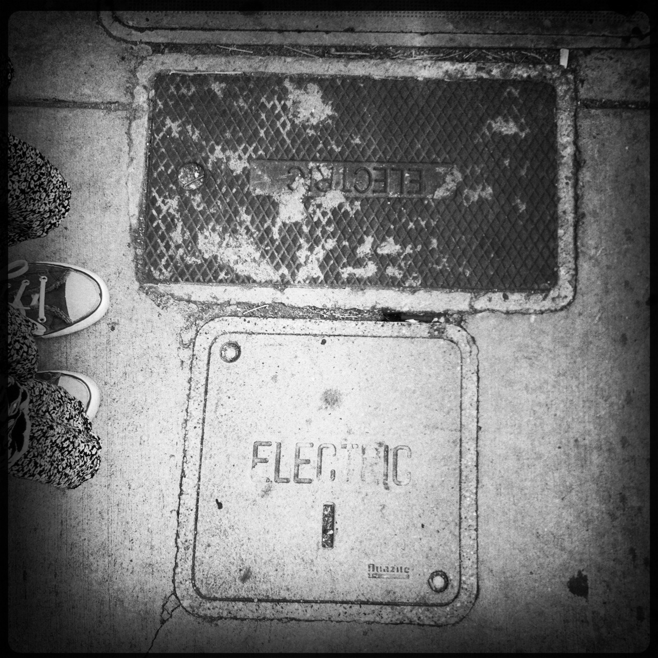 Electric Taken with Hipstamatic, Libatique 73 Lens, Rock BW-11 Film, No Flash.