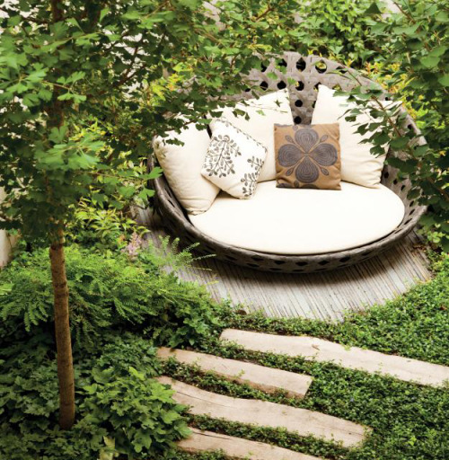 micasaessucasa:  Garden Reading Nook