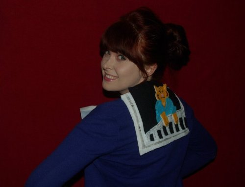 Amazing! shakin4bacon:  aaaand my keyboard cat dress! handmade out of felt , love and lols it is the back of my famous meme dress that I wore on the red carpet for the etsy party at the opera house lifeisrandom.etsy.com