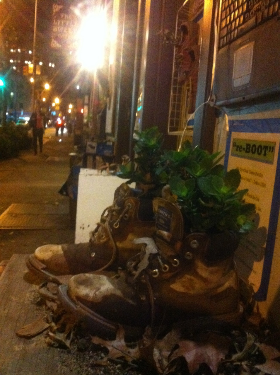 urbangreens:  eric submitted:  Just a fun and creative little planter I saw in Brooklyn last night.