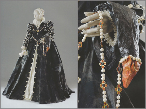 "Isabelle de Borchgrave – Isabella de' Medici, 2006 ""Isabelle de Borchgrave based this piece off of another painting by Alessandro Allori, that is part of the collection of the Palazzo Pitti in Florence. The portrait is of Isabella de' Medici, and what is perhaps the most interesting, is her rather grotesque zibellino. A popular fashion accessory during the 15th and 16th centuries, and a predecessor to fox furs, zibellinoswere the fur pelts of either ermine, sable or marten. Some were plain, while others were fitted with jeweled eyes and faces. Historians have often referred to zibellinos as ""flea-furs"", suggesting that they were worn to attract fleas away from the body of the wearer."""