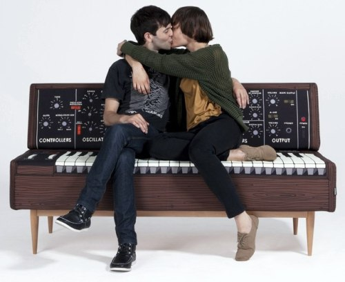 (via Awesome Synthesizer Sofa » Synthtopia)