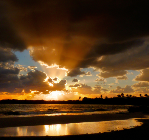 neiture:  Golden sunset at Son Xoriguer Beach | image by B℮n