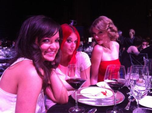 @elizabethhuett Sure I'll hang out with my hot gal pals and eat fancy food for a while, aight. pic.twitter.com/xZHIoDQS