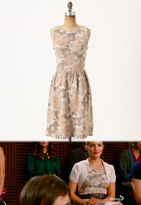 fashionofglee:  Anthropologie Glinting Persica Sweater Dress - $89.95 Worn with: Anthropologie belt, Anthropologie boots   Its simple, vintage looking things like this (or dresses in general) that wearing only sports bras and tank tops for PT school makes me miss.