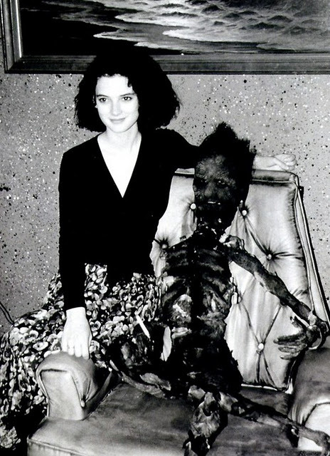 suicideblonde:  Winona Ryder on the set of Beetlejuice  Animateur