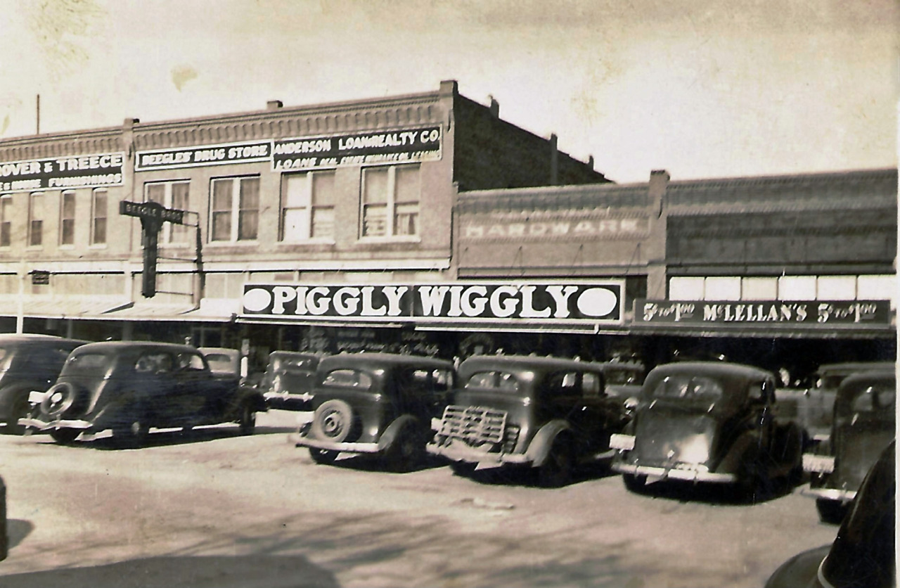 The Piggly Wiggly grocery store in Alva, Oklahoma, 1930s