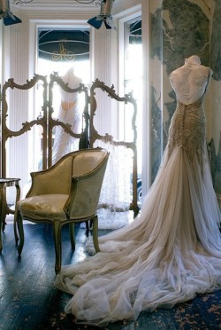 This is what I wear when I think of my dream wedding <3 It is perfect in every way except it not being mine
