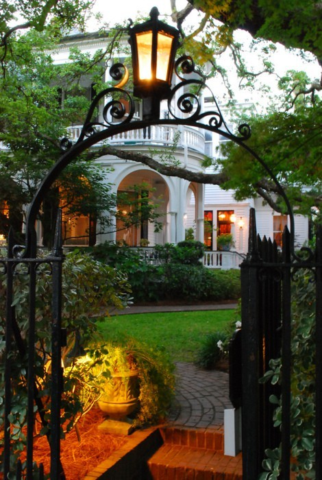 youngnaiveandbrilliant:  Charleston, SC