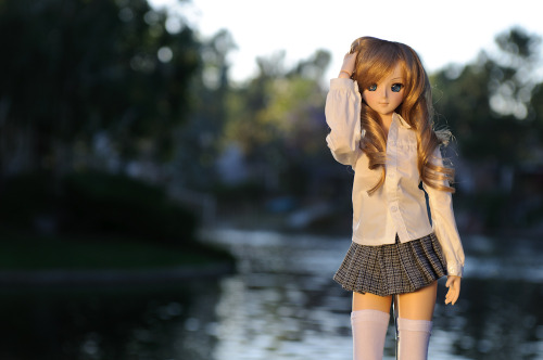 Dollfie Dream Beatrice, shot at a meet near a friend's house. The skirt and stockings are made by Maridah (bjdatelier.com), and the shirt and wig are from Volks.