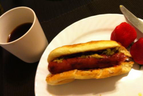 Coffee and hot dog early in the morning. I can't blame jet lag. ;-)