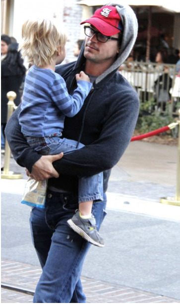 Matt Bomer was spotted out around Los Angeles with his son wearing Hudson jeans.