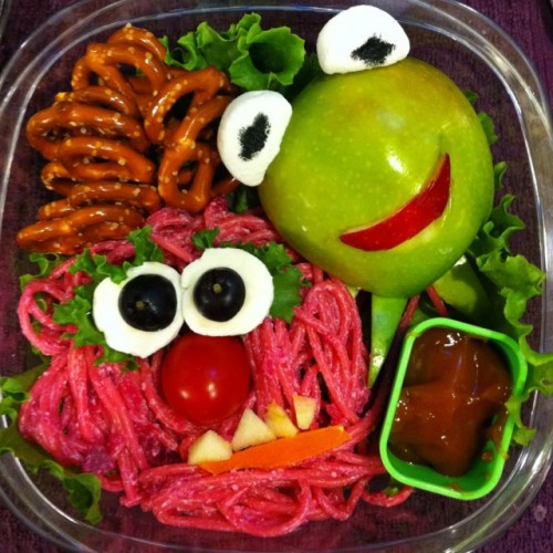 this looks so tasty and cute! i need to see the Muppet movie. npr:  Awwww, who could eat this? No, really, who could eat this? What is Elmo made of? Why is there ketchup with this? — Tanya laughingsquid:  A Bento Box Showdown of Imaginary Proportions