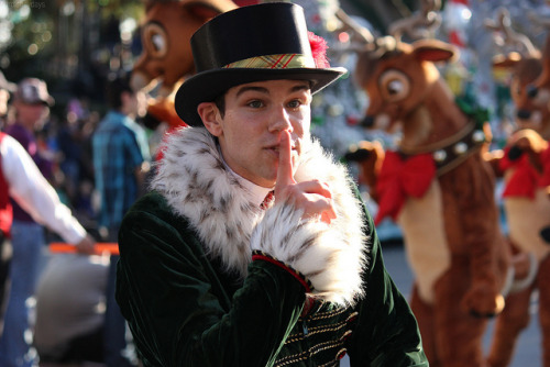 fuckyeahdisneyentertainment:  Caroler by ourdisneydays on Flickr.