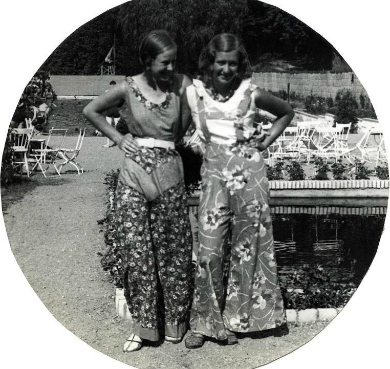giantpantsofthe30s:  Teens in giant pants, 1932
