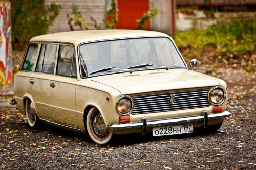 howtobuildatimemachine:  ВАЗ-2102 «Жигули» (also known as Lada 1200 Combi)