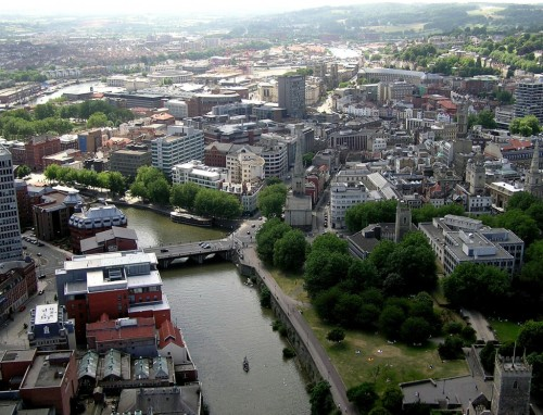 Bristol, in South-West England, is the focus of this week's SoundCloud Local. Featuring glitchy-IDM, orchestral pop, and dark synth atmospheres, Have a listen.
