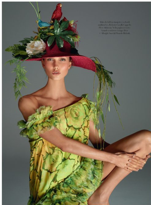 Karlie Kloss werking Piers Atkinson S/S 2012 hat in Vogue Italia December 2011