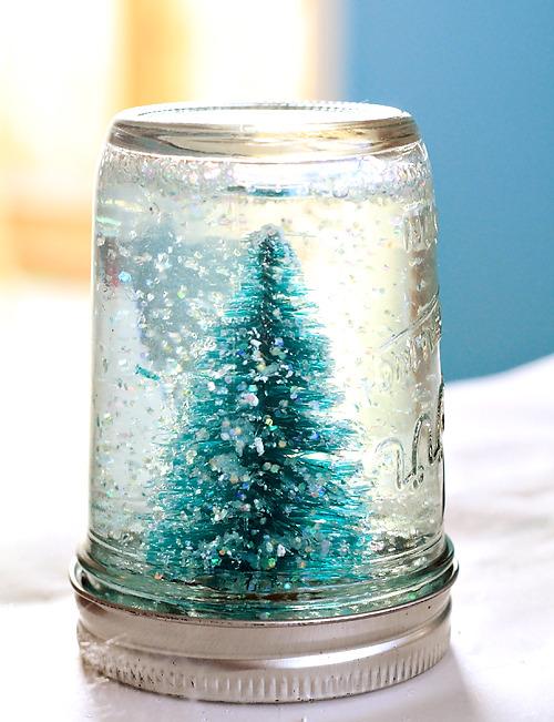 Use this tutorial to make your own Mason Jar Snow Globe!