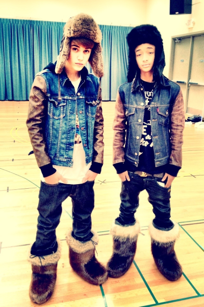 almost-a-secret:  inspiringbieber:  The boots.  only because they're wearing those fucking boots.