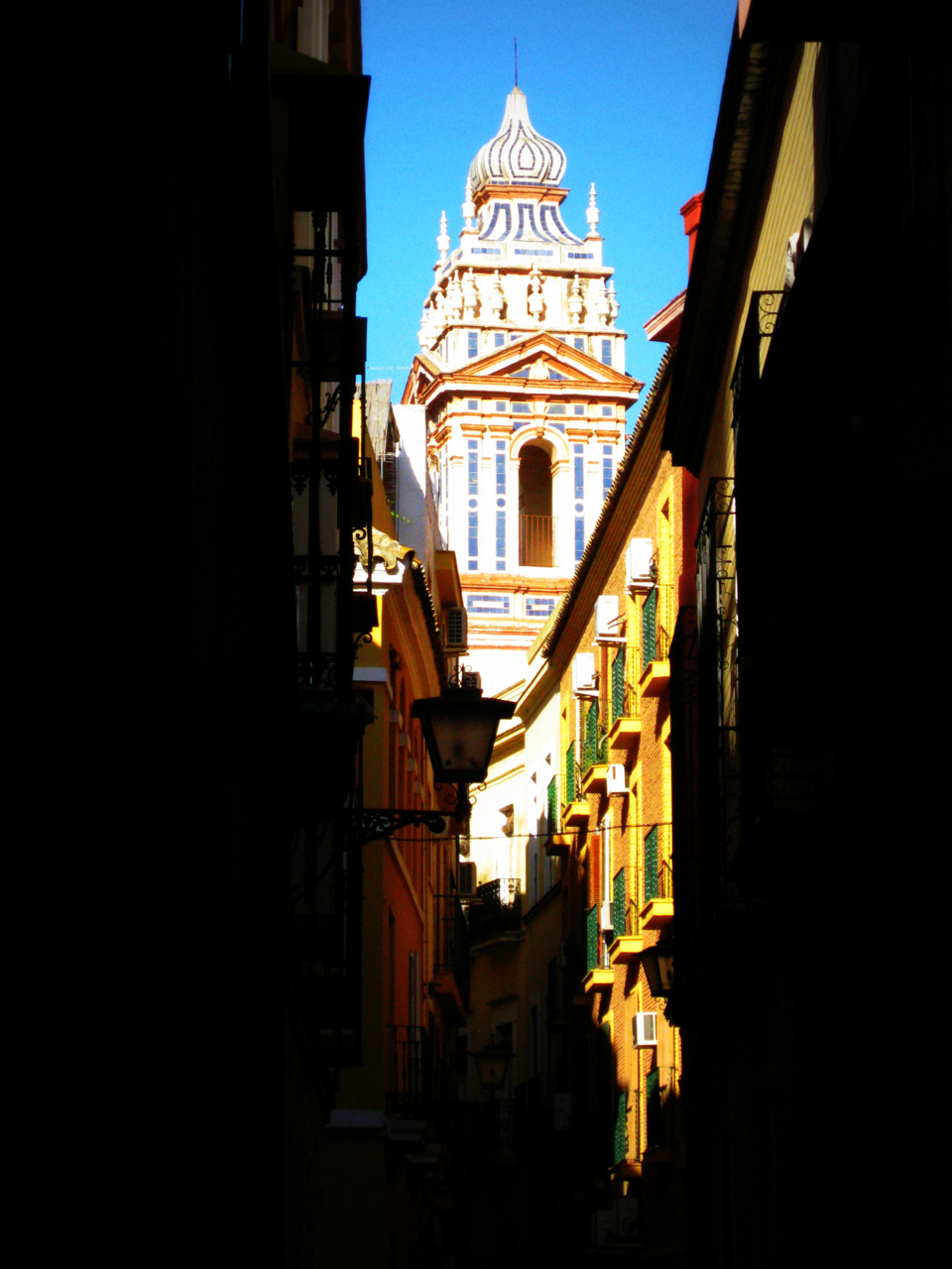 l-phelps:  Sevilla: Spain. The vibrant colours of Sevilla make it feel like Summer even in the midst of Winter. The many small alleys of the city can get you lost for hours. 2008: 1/4