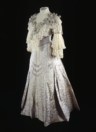 Afternoon dress ca. 1903-07 From the Museum of London