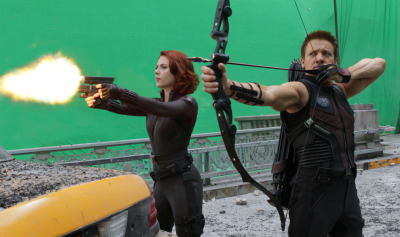 suicideblonde:  Scarlett Johansson and Jeremy Renner filming The Avengers