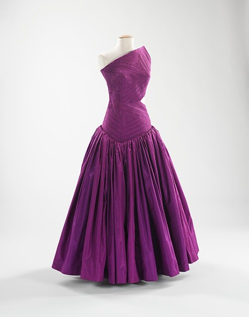 omgthatdress:  Evening Dress Madame Grès, 1979 The Metropolitan Museum of Art