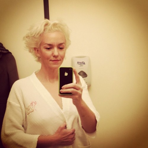 sschlink:  Xeni Jardin, Boing Boing blogger, live-tweeted her first mammogram today. Unfortunately, about an hour ago she learned that she in fact has breast cancer. Many are wishing her well on Twitter. Here's hoping that her bravery and candor inspires other women to get checked, and that she beats this thing.   Oh wow. Xeni is as close as rock star as you'll get in the blogging game. Best wishes, and hope you kick it. :/