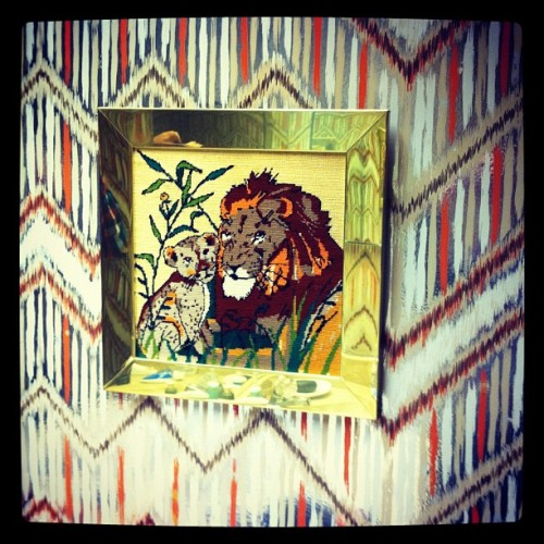 Vintage wallpaper and lions. #vintage  #wallpaper #design #pattern #miami #lion  (Taken with instagram)