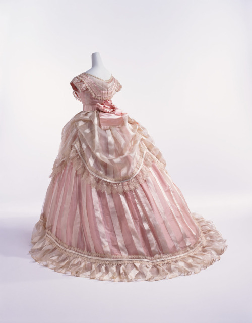 omgthatdress:  Ball Gown 1866 The Kyoto Costume Institute