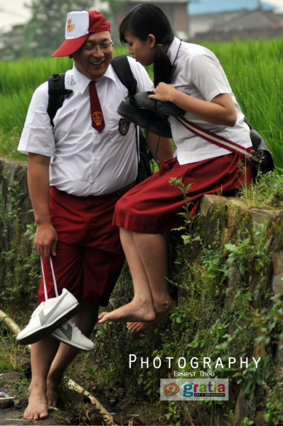 "a unique concept of prewedding, originated from both partners in a humorous character, and the Indonesian people used to call ""GOKIL"". Their love of the school year begins, but let more ""GOKIL"" we provide a basic concept of wearing school uniforms. Enjoy my work"