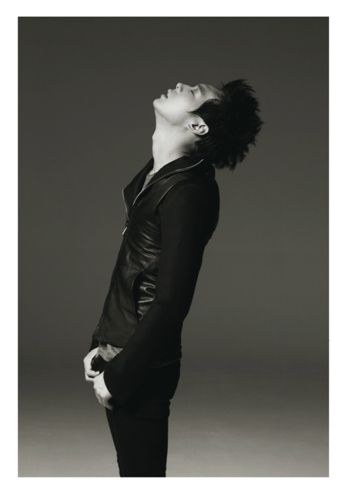 yoochunsnoona:  You take my breath away.