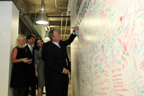 capitalnewyork:  The Mayor writing on Facebook NYC&'s wall today. (via Rachel Sterne)
