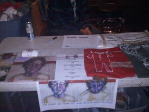 hetty-nugget:  Merch table!