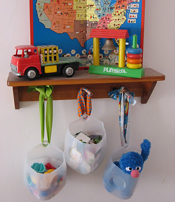 Recycled toy storage :plumpudding Quick, clever and cheap a trifecta of good stuff. The only thing I would add is yarn or fabric trimmed edge, but that's just me talkin' ya know?