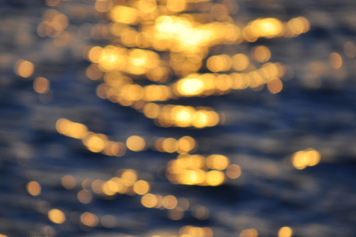 golden bokeh, sun shine on waves