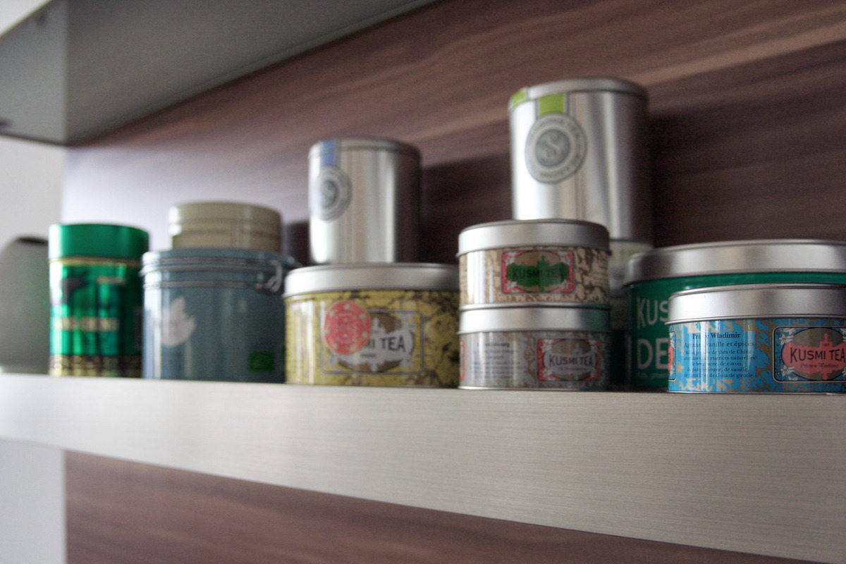 Die Teesammlung meiner Freundin. My girlfriend's tea collection.