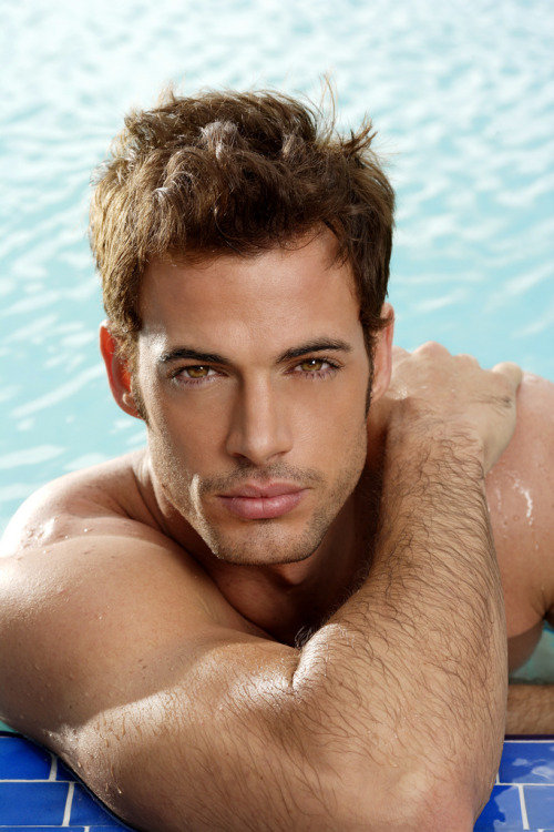 lyonme:  William Levy.  I wish I was in that pool. :P