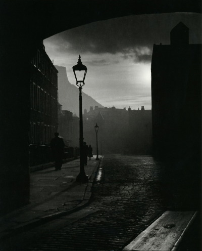 undr: Bill Brandt A street in Edinburgh, 1942