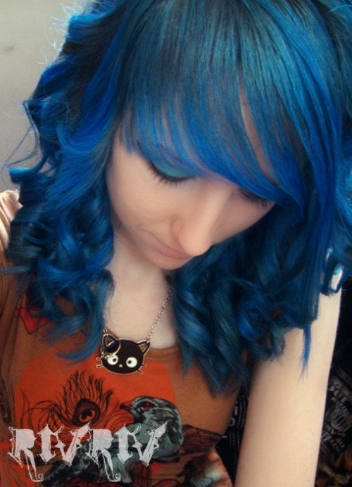 I now have blue hair :D <3