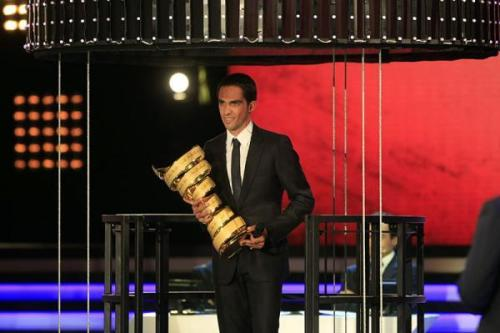 Alberto Contador looking smokin' in a suit