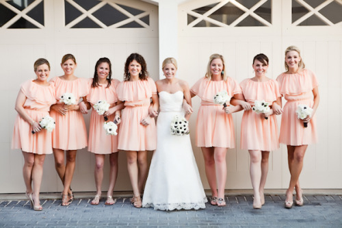 lavendersummers:  Love those dresses!  Cute bridesmaid's dresses… an idea for a spring wedding.