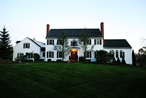 thegirlwiththepoppedcollar:  such a beautiful house!
